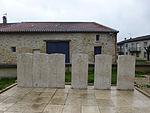 Cimetière de Véel-Tombes du Commonwealth (2).jpg