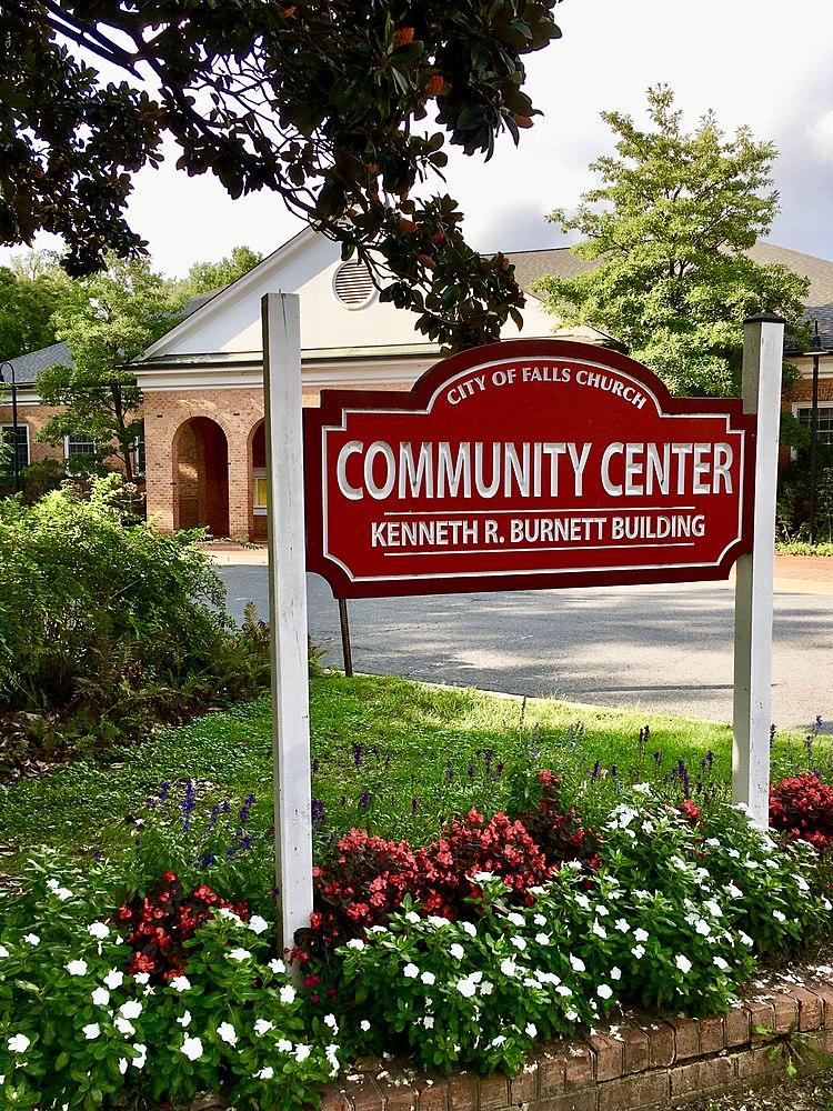 The population density of Falls Church in Virginia is 2543.88 people per square kilometer (6589.27 / sq mi)