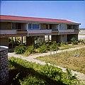 Collectie Nationaal Museum van Wereldculturen TM-20029700 Hotel Bonaire Bonaire Boy Lawson (Fotograaf).jpg