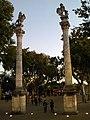 Columnas Leones 01.jpg