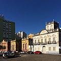 Conjunto arquitetônico formado pelos casaroes 2, 6 e 8 no entorno da Praça Coronel Pedro Osório em Pelotas - RS.jpg