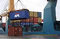 Containeromlasting i Orkanger havn (7093121259).jpg