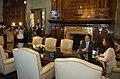 Cristina Fernández recibe a Earl Anthony Wayne 02.jpg