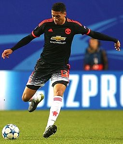 Smalling playing for Manchester United in 2015 Cskamu 30 - kopiia.jpg