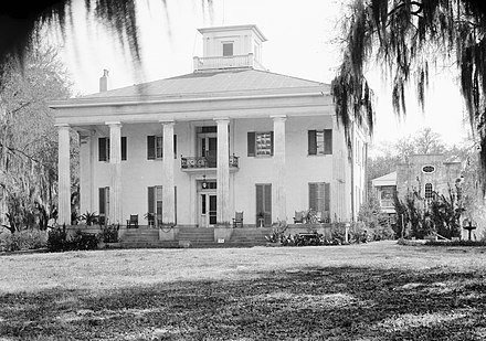 The Big House at D'Evereux Plantation. Built in 1840, the mansion is listed on the National Register of Historic Places. D'Evereux.jpg