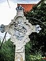 Détail du centre de la croix ancienne de Saint-Bernard.jpg