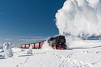 Dampfzug am Brocken in Winterlandschaft (2).jpg