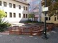 Deák Ferenc utca 14 és 16 udvar, színpaddal és padsorokkal, 2019 Tapolca.jpg