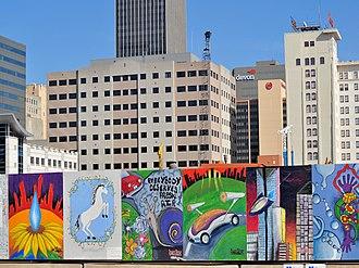 Devon Energy Center (Oklahoma City) - Image: Devontowerokcfence
