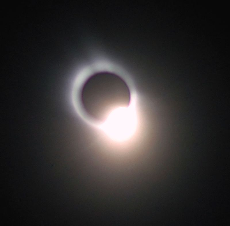 800px-Diamond_ring_at_solar_eclipse_in_t