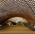 Die Multihalle ist eine Halle mit einem mehrfach gekrümmten Gitter aus Holzleisten. - panoramio (1).jpg