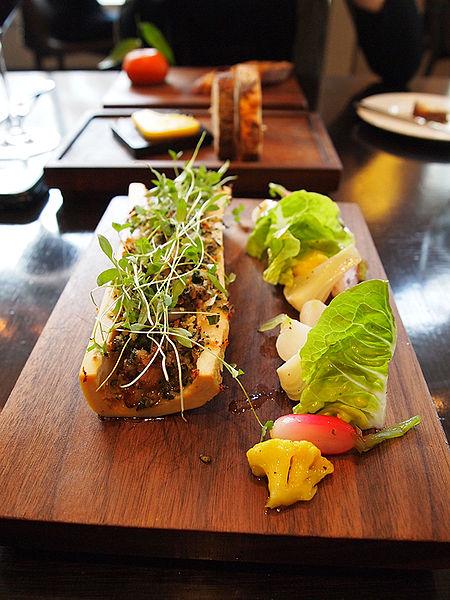 File:Dinner by Heston.Roast Marrowbone.jpg