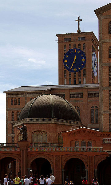 File:Dome - Main facade - Basílica de Aparecida - Aparecida 2014.jpg