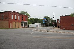 Downtown Siloam, Georgia May 2017.jpg