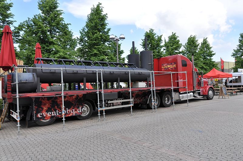 800px-Drupa_2012_BBQ_Smoker_LKW_by-RaBoe