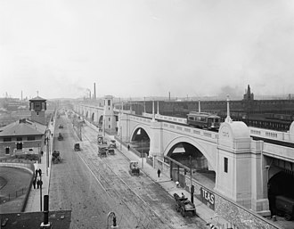 Museum of Science (Boston) - Lechmere Viaduct in the 1910s. The museum is later constructed behind the Metropolitan Police Station on the left