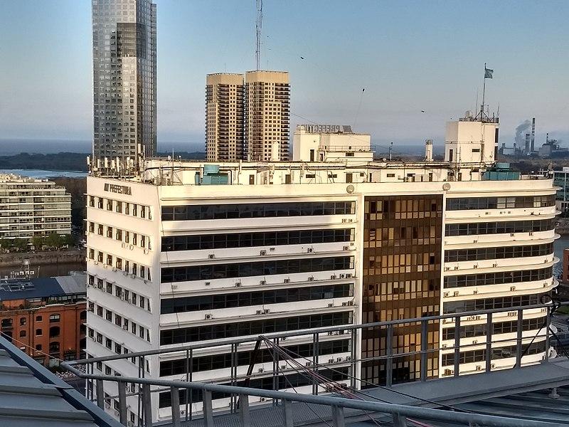 File:Edificio Guardacostas desde el CCK.jpg