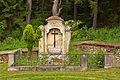 Ehem. Friedhof Döllersheim - Grabmal der Familie Lamberg.jpg