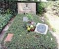 Ehrengrab Trakehner Allee 1 (Westend) Curt Goetz.jpg