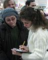 Elena firmando uno de sus libros.jpg