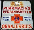 Enamel advert, Pharmacia's verbandstoffen, Oranjekruis.JPG