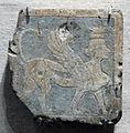 Epoca tolemaica, mattonella con sfinge maschile coronata in faience, III sec ac., da qantir, 02.JPG
