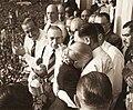 Evita llorando abraza a Perón - 17OCT1951.jpg