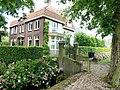 Ewijk (Beuningen, Gld) boerderij Vordingstraat 36 met toegangspoort.JPG