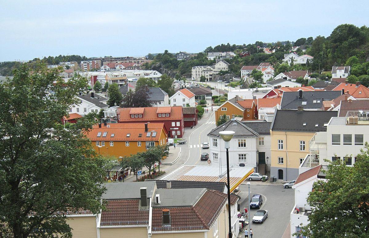 upload.wikimedia.org/wikipedia/commons/thumb/3/3c/FV420_Grimstad.jpg/1200px-FV420_Grimstad.jpg