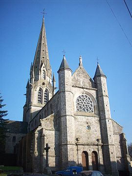 Façade occidentale collégiale Auffay.JPG