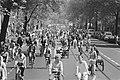 Fietsdemonstratie in Amsterdam tegen de autoterreur, ongeveer 15.000 deelnemer, Bestanddeelnr 932-1612.jpg