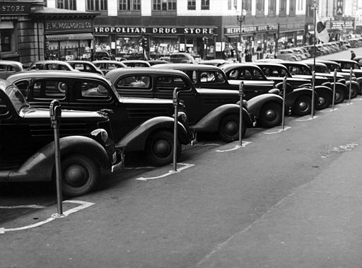 Flickr - ...trialsanderrors - John Vachon, Cars parked diagonally along parking meters, Omaha, Nebraska, 1938