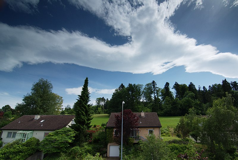 File:Foehnwolken Schweiz.jpeg