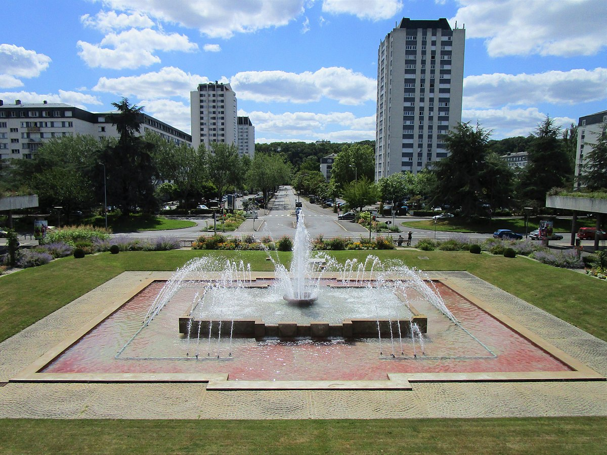 Quartier des fontaines de tours wikip dia for Piscine de chambray les tours