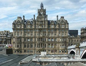 Edinburgh Waverley railway station - Former North British Hotel above the station