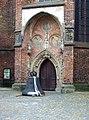 Frankfurt Oder Glocke vor Marienkirche.jpg