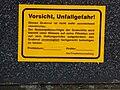Friedhofsverwaltung Warnhinweis Grabstein.JPG