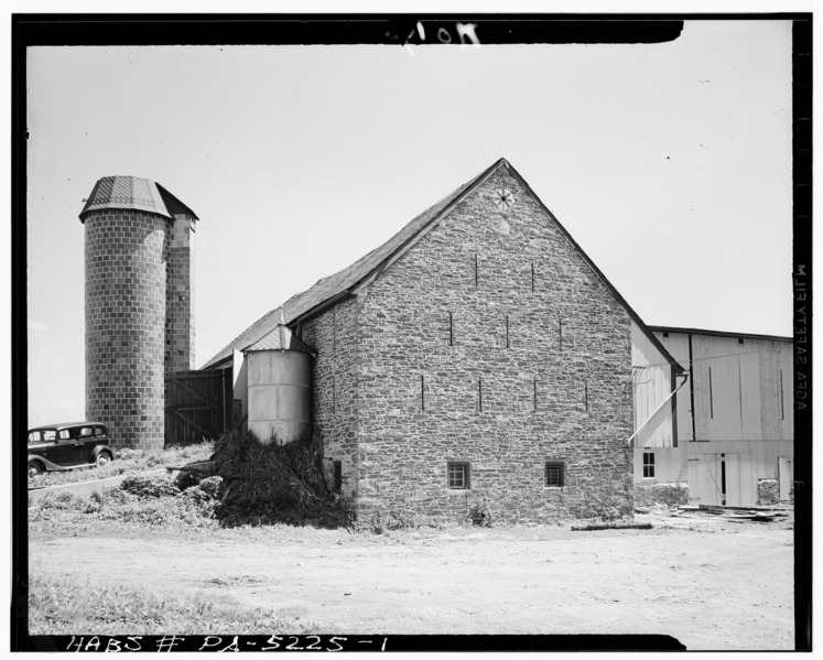 File:GENERAL VIEW. NOTE RAMP AT LEFT. - Jacob E. Long Barn, County Road, Lancaster, Lancaster County, PA HABS PA,36-LANC.V,8A-1.tif