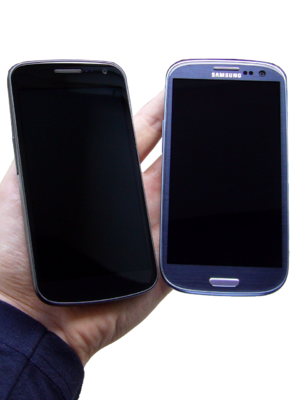 Samsung Galaxy S III - Image: Galaxy Nexus and Galaxy S III side by side