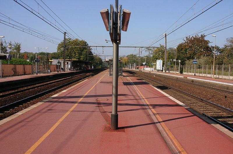 File gare de boussy st antoine img 9034 jpg wikimedia for Boussy saint antoine piscine
