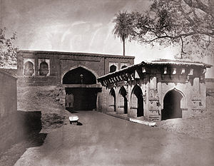 General view of the gateway of the fort, Belgaum.jpg
