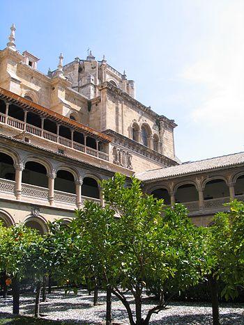 Vista de uno de los claustros del monasterio.