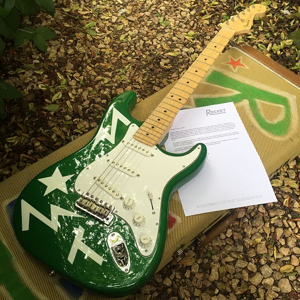 File:Green-T-Stratocaster-Guitar-Ed-Sheeran-Teddy-M.jpg