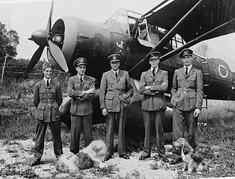 Hugh Verity - Jim McCairns, Hugh Verity, Percy Pickard, Peter Vaughan-Fowler and Bunny Rymills with Verity's Lysander in 1943.