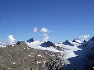 Hochwilde - The Gurgelferner as seen from the Spiegelkogel to its north, with a distant Hochwilde left of the center.