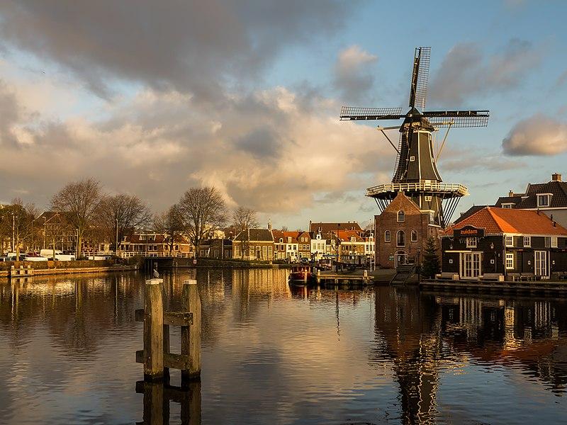 File:Haarlem, molen de Adriaan foto2 2015-01-04 09.37.jpg