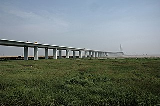 Hangzhou Bay Bridge long 36km sea-crossing highway bridge with two separate cable-stayed spans and a mid-bridge service center, completed 2008 across the mouth of Hangzhou Bay in Zhejiang, China