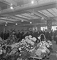 Harmonie Phileutonia tijdens uitvoering met op de voorgrond bloemstukken, Bestanddeelnr 255-8524.jpg