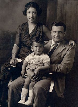 Harry V. Jaffa - Jaffa as a child, with his parents in the early 1920s.