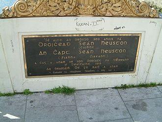 Seán Heuston Bridge - Naming plaque - Seán Heuston Bridge